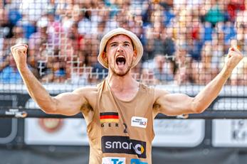 Lars Flüggen jubelt bei seinem ersten Deutschen Meistertitel 2016 - Timmendorfer Strand