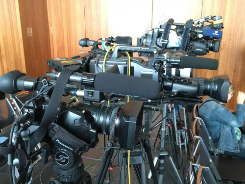 PK mit vielen Fernsehkameras